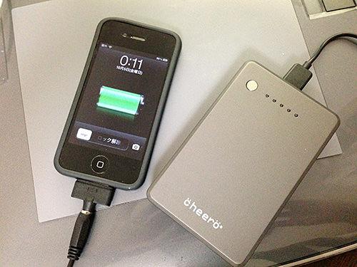 cheero Power Plusの大きさをiPhone4と比べてみる。